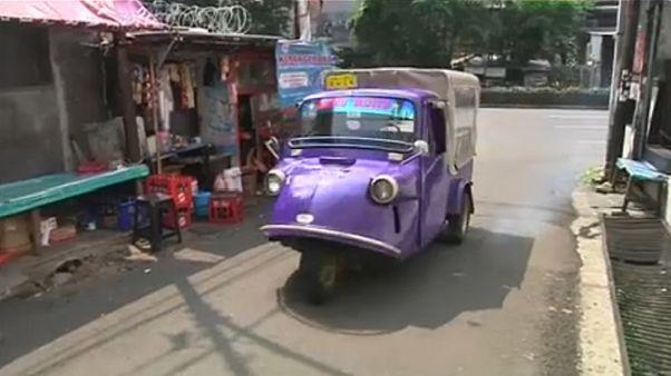 Τρίκυκλο όχημα σε ρόλο κινητής παιδικής βιβλιοθήκης