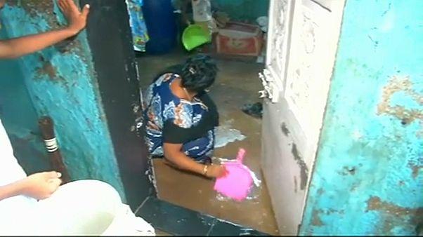 Inundações paralisam Mumbai e reclamam cinco vidas