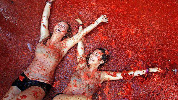 """مهرجان """"حرب الطماطم"""" في إسبانيا"""