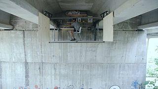 Insólito refugio debajo del puente