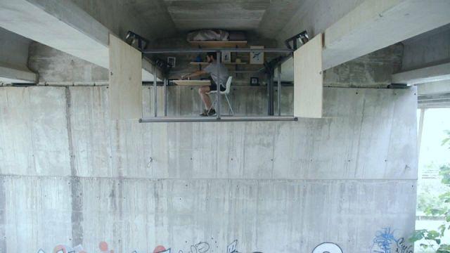 Büro unter der Brücke