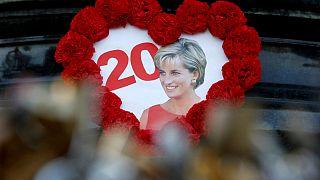 A néhai walesi hercegnőre emlékeznek Párizsban és Londonban