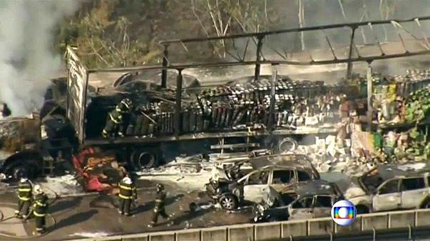 Explosão e incêndio em acidente rodoviário no Brasil