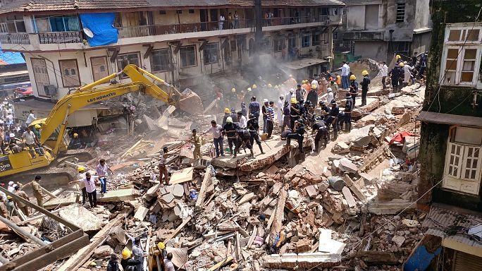 Mumbai'de bina çöktü: En az 30 kişi enkaz altında mahsur