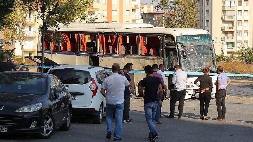 Turchia: eplosione di un bus a Smirne