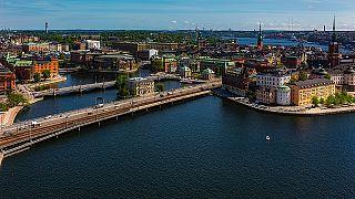 مسلح يطعن شرطيا بسكين وسط العاصمة السويدية ستوكهولم