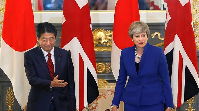 تيريزا ماي تتعهد بالتصدي لتهديد كوريا الشمالية وتؤكد رغبتها الاستمرار في منصبها