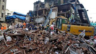 Ινδία: Δεκάδες νεκροί από την κατάρρευση πολυώροφου κτιρίου