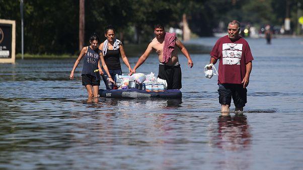 تلفات جانی و خسارات طوفان هاروی بیشتر و گستردهتر میشود