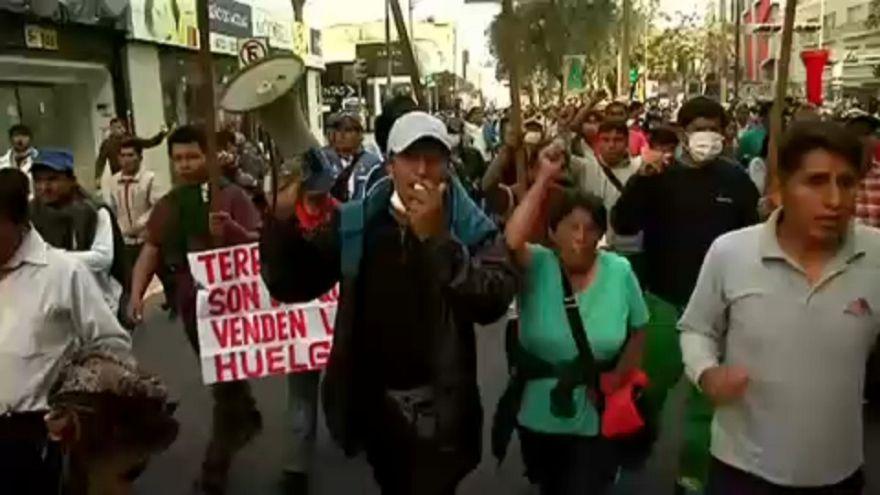 Könnygázt vetettek be a tanárok ellen Peruban