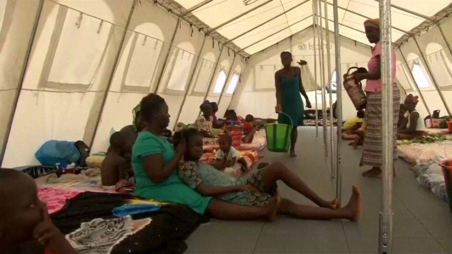 En Sierra Leone, des camps pour les réfugiés