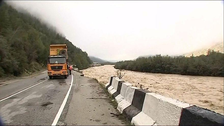Ρωσία: Αποκλεισμένοι 8.000 από τις πλημμύρες