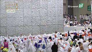 Muçulmanos em Meca: sete pedras contra Satanás