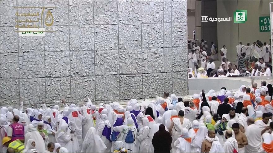 Hajj : les pèlerins lapident les stèles