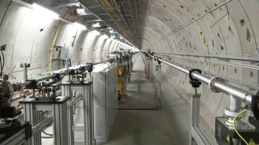 Un laser XXL pour espionner atomes et virus