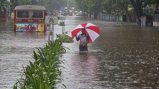 Pelo menos 1400 mortos em inundações na Índia, Bangladesh e Nepal