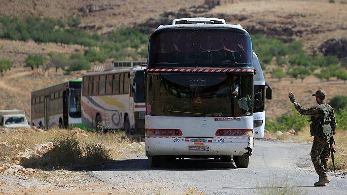 مقاتلات أمريكية تمنع وصول مساعدات إنسانية لقافلة داعش في سوريا وفق حزب الله
