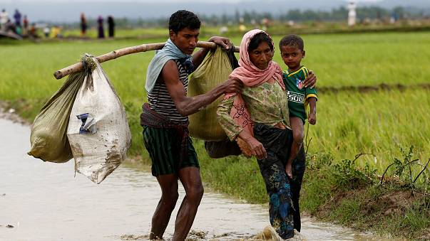 Rohingyas flee Myanmar, saying army torched their homes