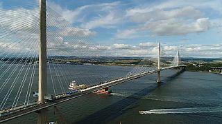 İskoçya'daki Queensferry Köprüsü üzerinden 50 bin kişi yürüyerek geçti