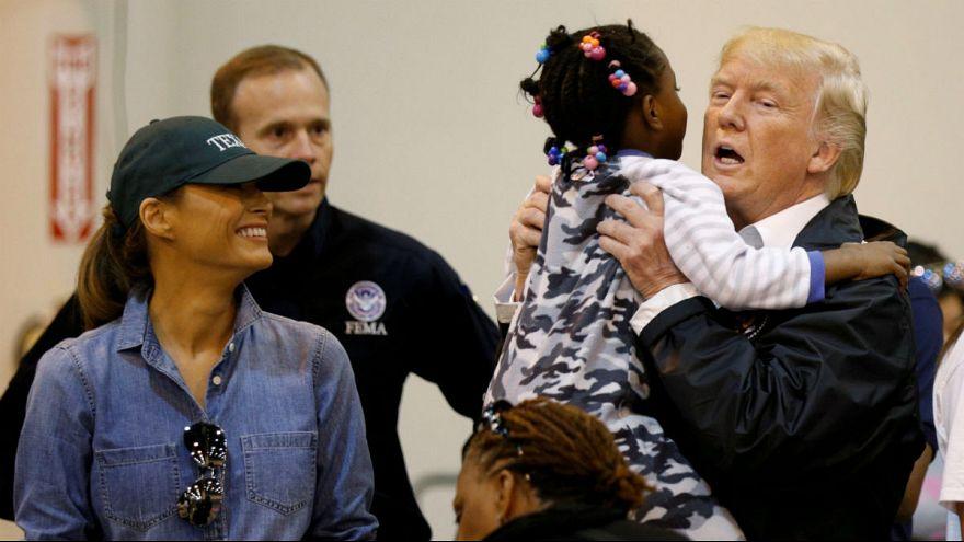 ترامپ در دیدار از مناطق سیلزده یکشنبه را روز نیایش ملی اعلام کرد