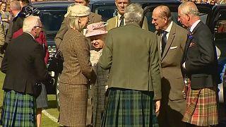 Isabel II en los juegos de las Highlands en Braemar