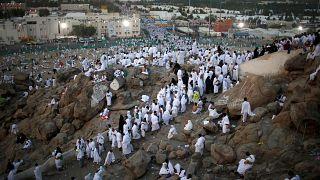 السعودية تعتقل رئيس بعثة حج أوروبي احتال على حجاج بعثته