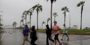 Ποιοι και γιατί «βαπτίζουν» τους τυφώνες;