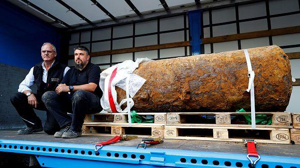 خبيرا متفجرات ألمانيان ينجحان بنزع فتيل قنبلة ضخمة من الحرب العالمية الثانية