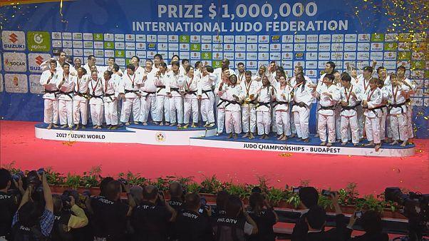 Judo : le Japon clôture des Mondiaux incroyables par une victoire en équipe