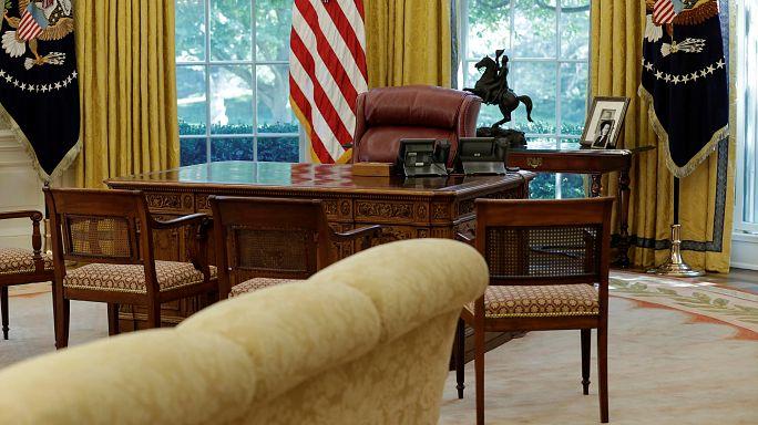 رسالة أوباما التي تركها لخلفه ترامب بالمكتب البيضاوي.. ماذا كتب فيها؟