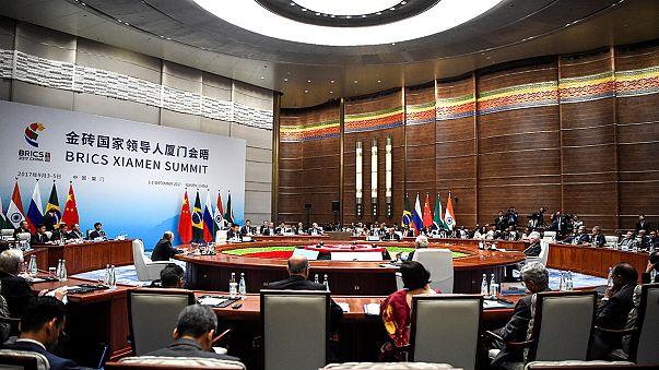 Összefogást sürgetett a kínai elnök a feltörekvő államok találkozóján