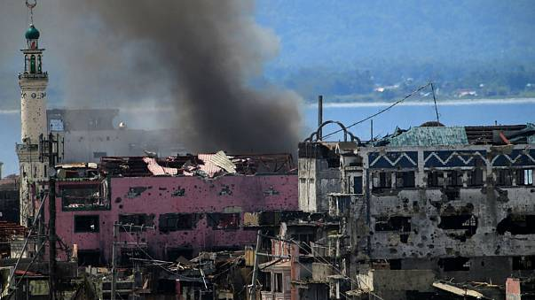 Marawi: donne e bambini armati per arginare l'assalto finale