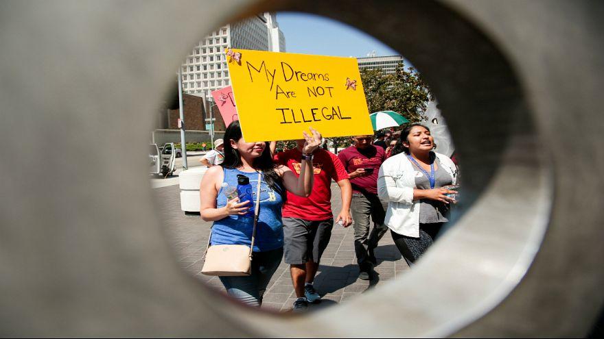 تلاش ترامپ برای لغو برنامه مهاجرتی داکا