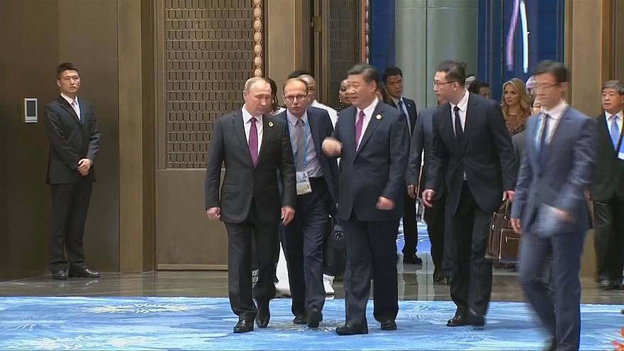 China's Xi Jinping hosts summit dinner