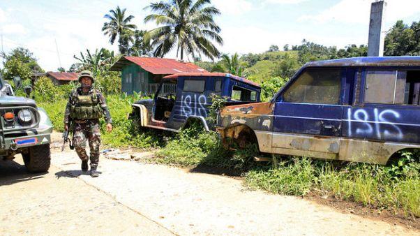 Filippine: fosse comuni a Marawi