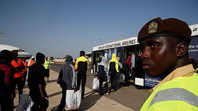 Gambie: des ex-migrants combattent l'émigration