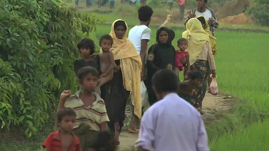 Refugees flock to camps on the Myanmar-Bangladesh border
