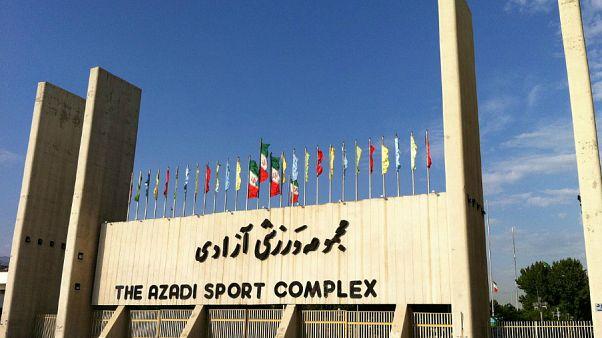 زنان ایرانی از ورود به ورزشگاه آزادی بازماندند