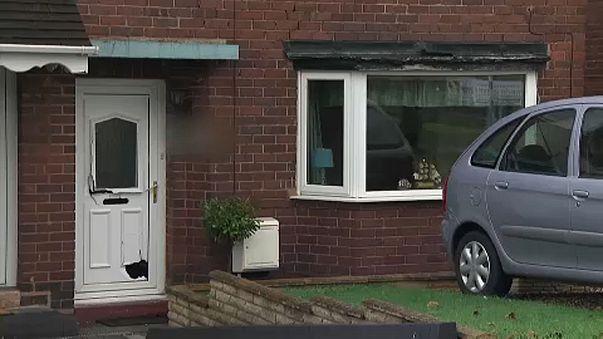 Katonák letartóztatása Nagy-Britanniában