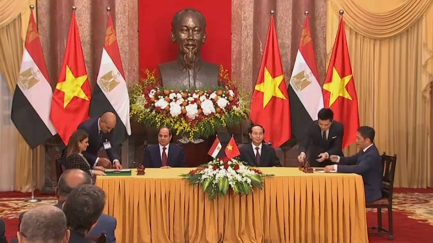 السيسي اول رئيس مصري يزور هانوي