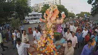 Festival em honra de Ganesha em Bombaim