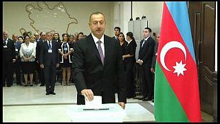"""Azerbaijão chama """"propaganda"""" a acusações de corrupção"""