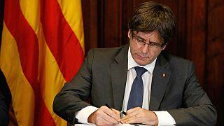 Puigdemont firma la ley de ruptura con España