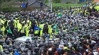 كوريا الجنوبية: مواجهات بين الشرطة والاهالي الرافضين لنشر نظام ثاد على ارضهم