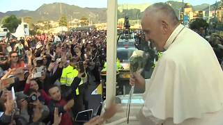 Thousands greet Pope Francis in Colombia