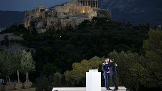 Macron lanza en Atenas su 'refundación' democrática de Europa