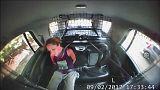 تگزاس؛ زن بازداشتی با خودروی پلیس می گریزد
