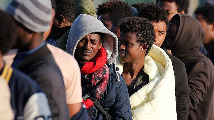 Esclusivo: centinaia di migranti vivono in un parco a Bruxelles