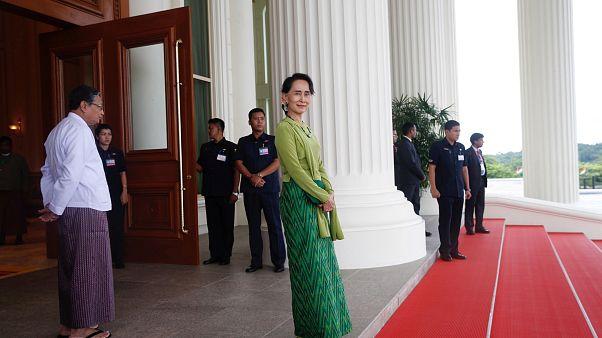Aung San Suu Kyi risponde alle accuse