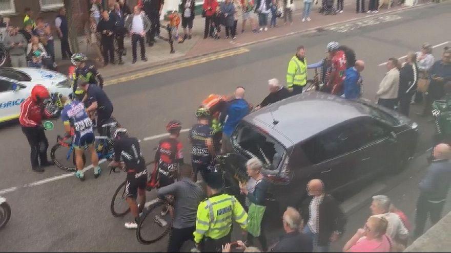 Acidente com ciclistas na volta ao Reino Unido